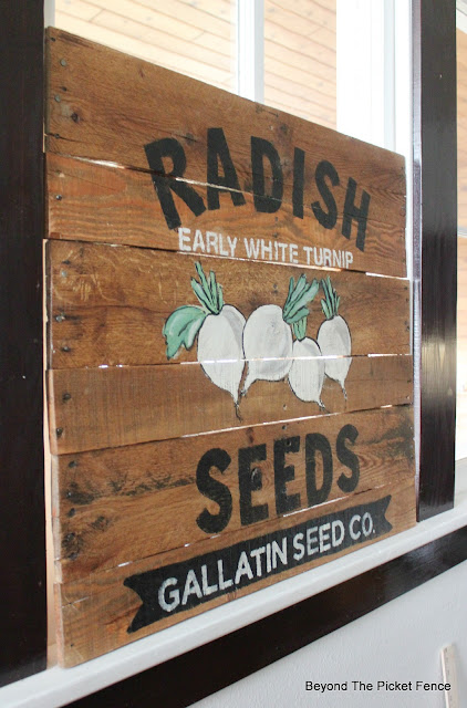 use pallet wood to make a vintage style sign