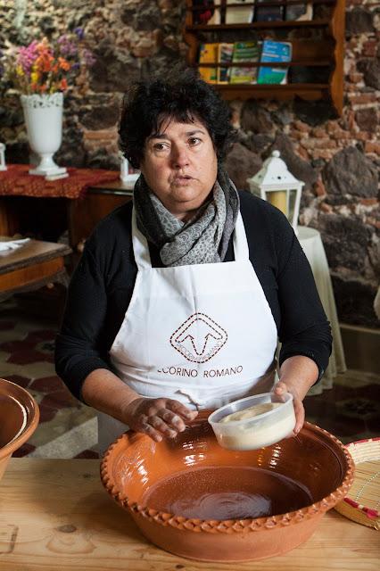 Preparazione malloreddus-Agriturismo il Giglio a Massama