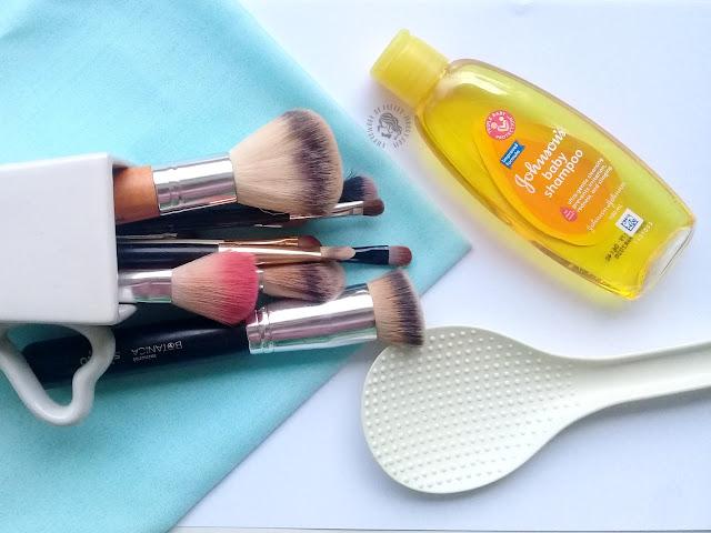 Cara mudah dan murah mencuci kuas makeup, pretty-moody.com