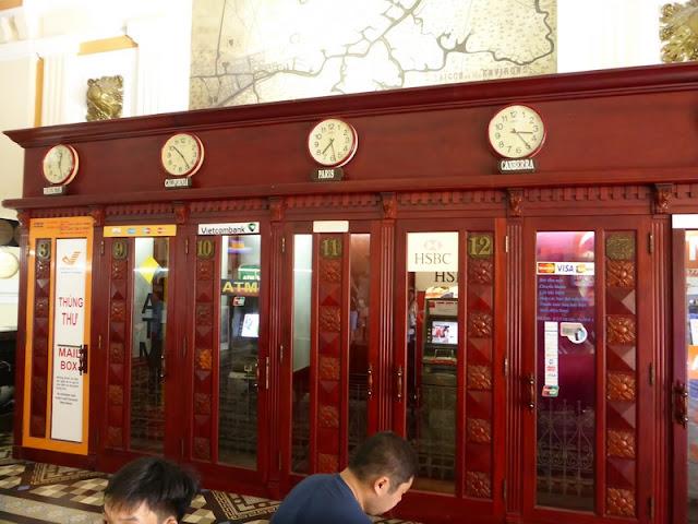 Oficina Postal de Vietnam. Cabinas de cajeros automáticos