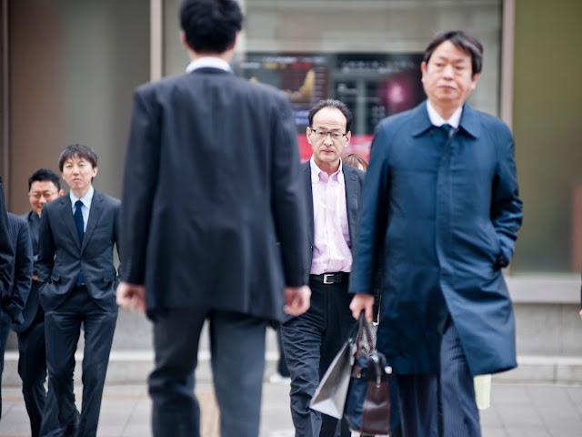 5 Perbedaan Utama Antara Tempat Kerja Jepang dan Amerika