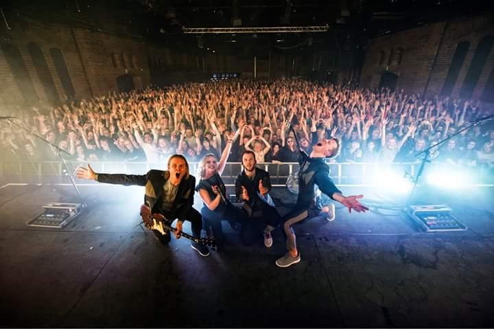 Finlandiya'nın Tampere şehrindeki Pakkahuone'de Haloo Helsinki konseri