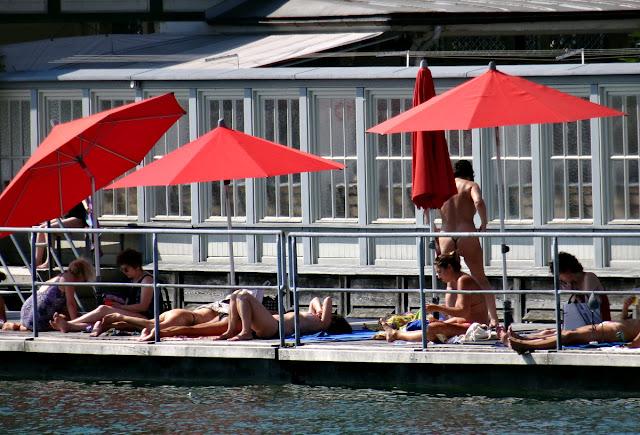 Frauenbad am Stadthausquai Zurich