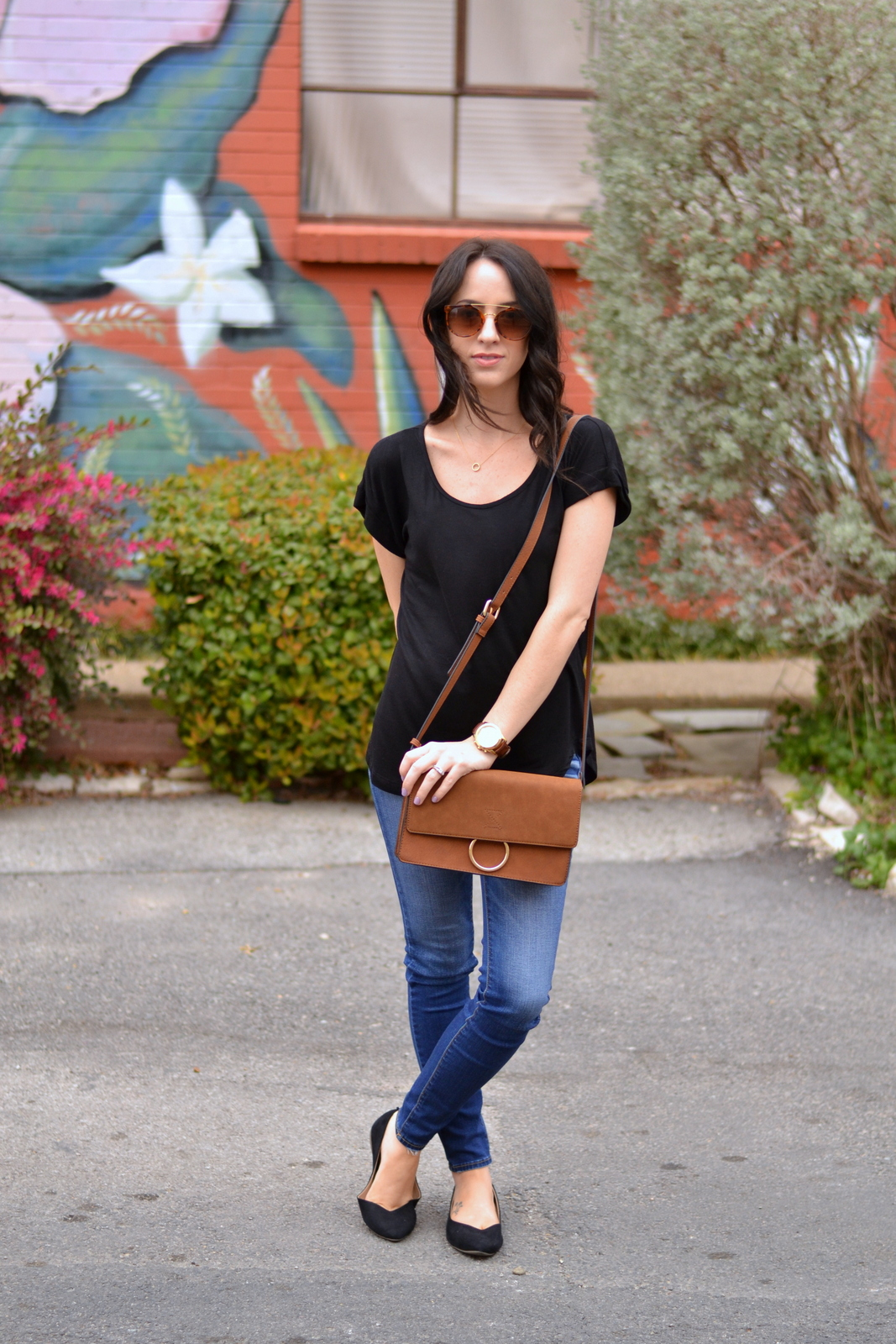 Casual_Outfit_Basic_Tee_Flats