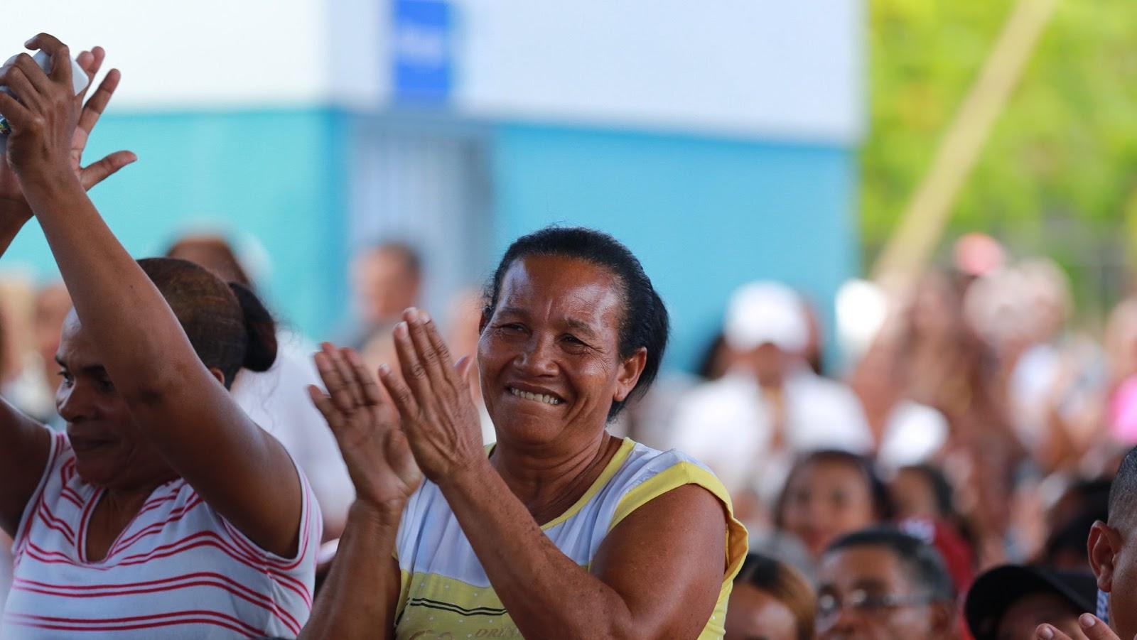 "Comunitarios de Villa Rivas reciben moderno hospital lo califican como ""un HOMS chiquito"""