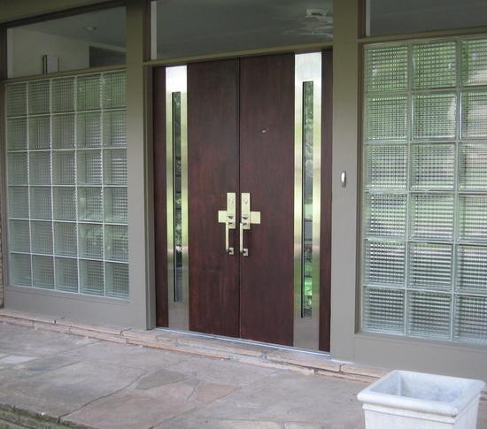 Gagang pintu dengan desain minimalis