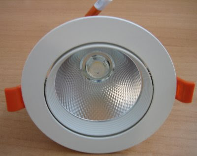 http://bombillasdebajoconsumo.blogspot.com.es/2018/10/downlight-led-basculante-efectoled-cob.html