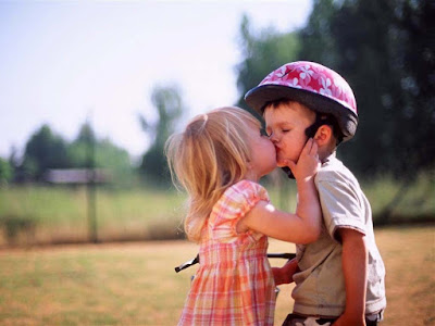 little-wonderful-first-kiss-rememberence-moments-in-life