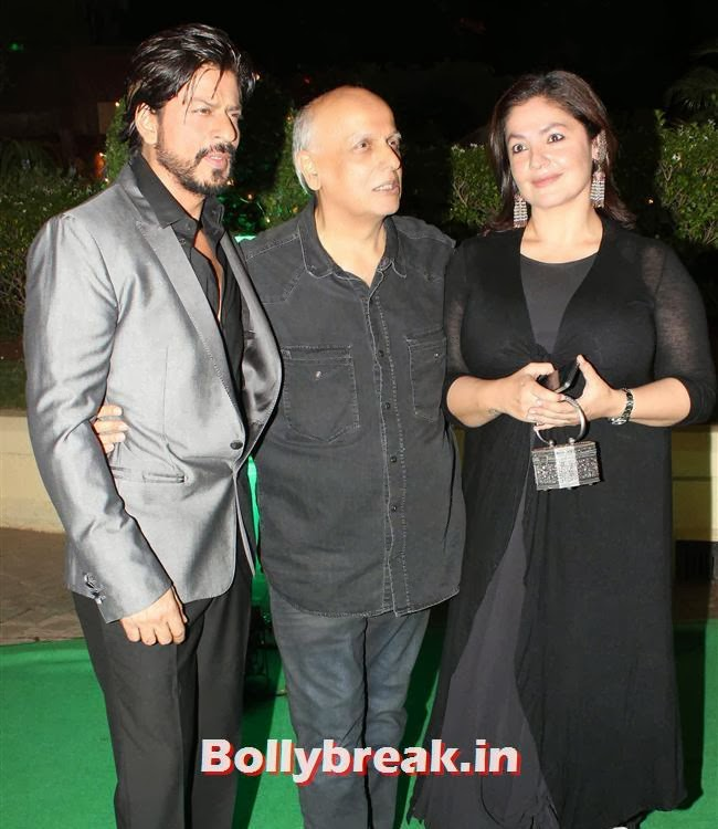 Shah Rukh Khan, Mahesh Bhatt and Pooja Bhatt at Vishesh Bhatt Wedding Reception