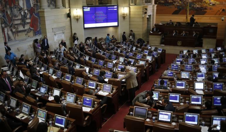 Arranca la campaña contra los políticos, la reforma tributaria y Santos