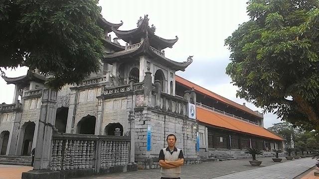 Nhà thờ cổ hay nhà thờ đá Phát Diệm (Ninh Bình)