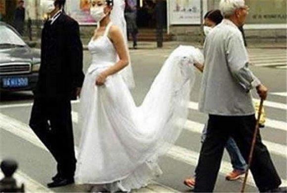 Graciosas fotografías de matrimonios, que nunca formaran parte de su álbum de boda