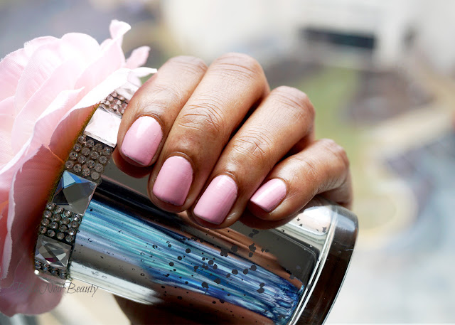 Chanel Nuvola Rosa Nail Polish | bellanoirbeauty.com