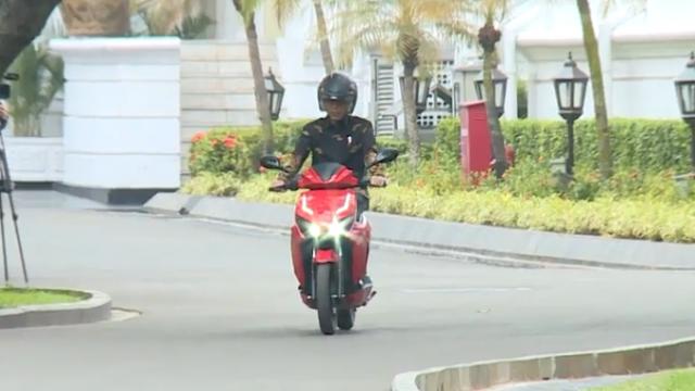 Sudah Dicoba Jokowi, Motor Listrik ITS Awal 2019 Mengaspal Massal, Nasib Mobil Esemka?