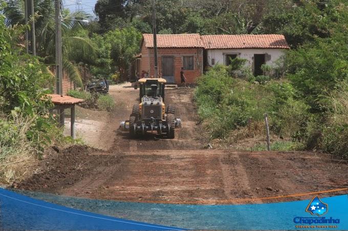 Por determinação do prefeito Magno Bacelar prefeitura inicia operação de melhoramento de ruas.