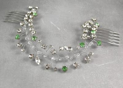 Grzebień ślubny z kryształkami.