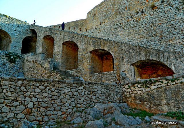 Rampa de acesso a um bastião na Fortaleza de Palamidi em Nafplio, Grécia