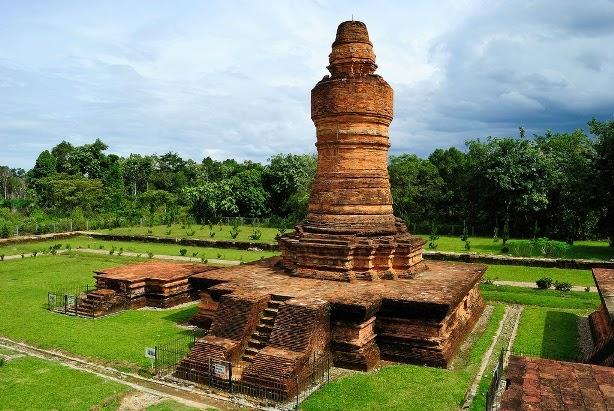Candi Muara Takus ini ialah peninggalan Sejarah Kerajaan Budha Sriwijaya Candi Tertua Sumatera