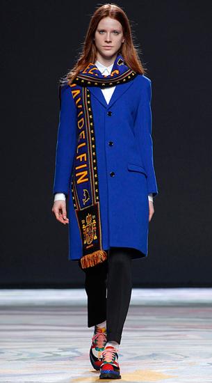 abrigo bufanda con escudo David Delfín para mujer otoño invierno