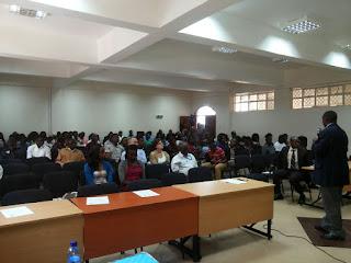 Mattina all'Università Kenyatta: parla il dottor Peter Kibutu