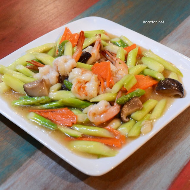 Wok Fried Asparagus with Shrimps