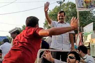 opposition-leaders-condemn-slapping-kejriwal