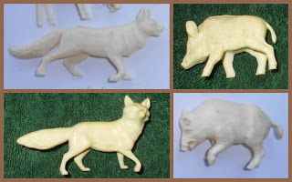 Vitacup Farm and Zoo Plastic Figurines Novelty Premium Animals Freebies Fox Wolf Alsatian Pig Hog Wild Boar Plastic Toy, Small Scale World, smallscaleworld.blogspot.com