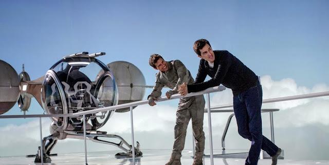 Tom Cruise şi Joseph Kosinski la filmările producţiei sci-fi Oblivion
