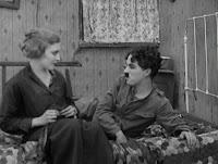 """Кадр из к/ф Чарли Чаплина """"На плечо"""" / Shoulder Arms (1918) - 14"""