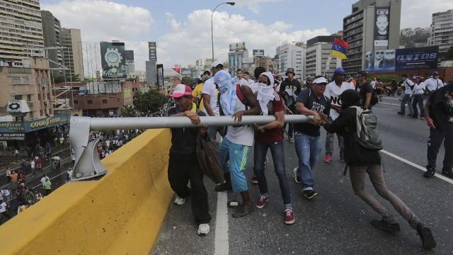 """Quiénes son los opositores más """"resteados"""" contra Maduro"""