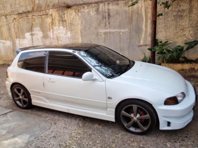 Mobil Honda Estilo White