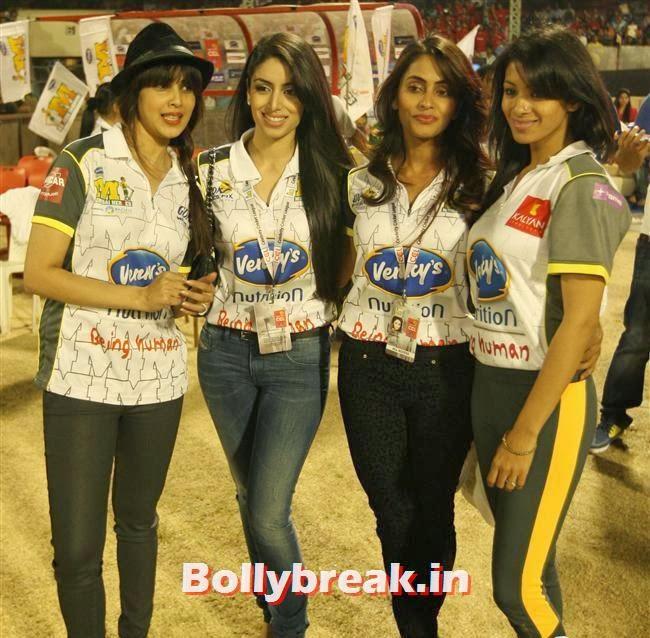 Genelia D Souza, Chitrangada Singh,Sana Khan, Genelia, Mandira , Huma at CCL4 Karnataka Bulldozers Vs Mumbai Heroes SF