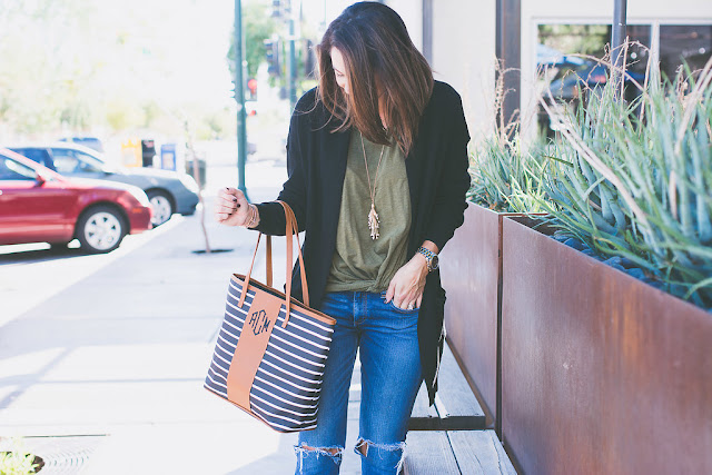 Cardigan with destroyed boyfriend jeans for Fall