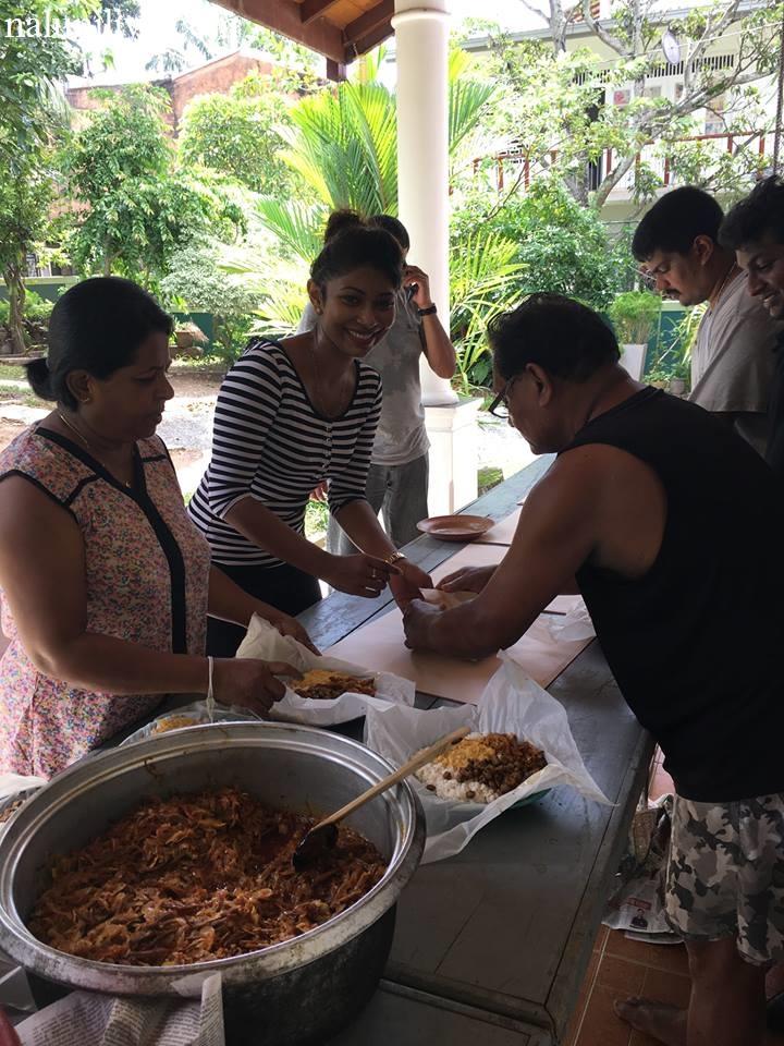 Piumi Hansamali Nipuni Wilson arrange food for flood affected people