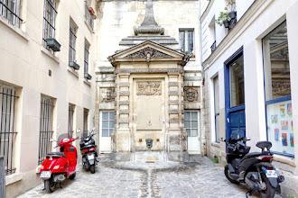 Paris : Fontaine de Jarente, curieuse source vive de l'impasse de la Poissonnerie - IVème