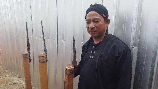 Komat-kamit, Pawang Hujan Beraksi saat Jokowi Pantau Tol di Aceh