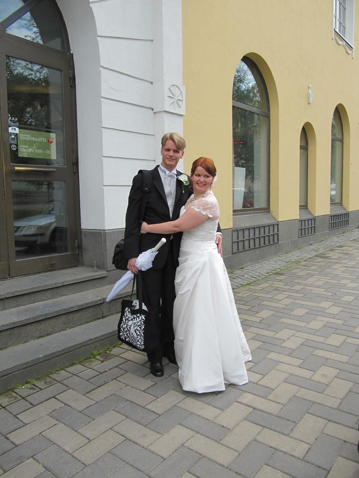 Tyttö pääsi naimisiin!: Vihkiminen