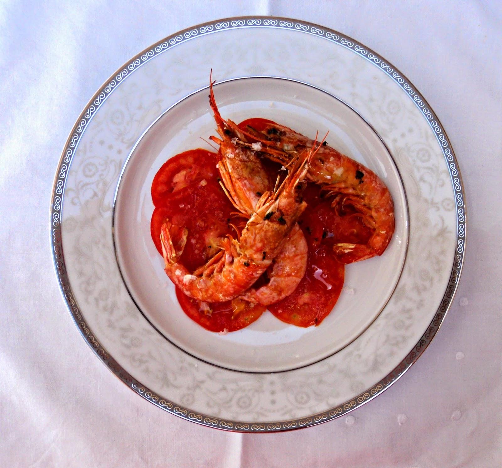 gambones-carpaccio-tomate-plato