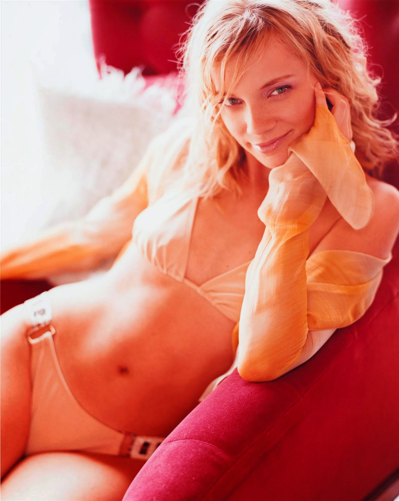 amy-smart-in-panty-sitting-on-couch