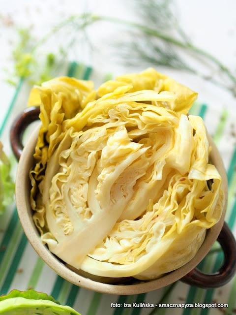 kiszenie kapusty, jak ukisic kapuste, miod, warzywa kiszone, kiszonki, kiszenie warzyw, domowe przetwory, spizarnia, jedz kiszonki, samo zdrowie, glowka kapusty
