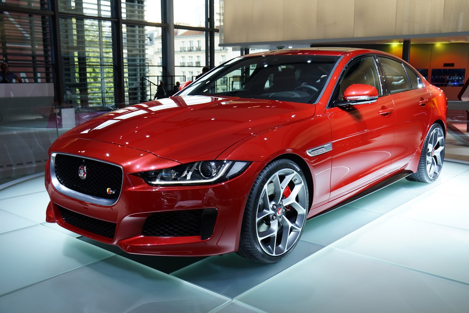 2017 jaguar xe priced from 34 900 new 2016 xf from 51 900 carscoops. Black Bedroom Furniture Sets. Home Design Ideas