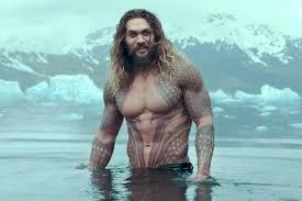 A Warner não lançou exatamente um trailer, mas divulgou um vídeo de cinco minutos contendo diversas cenas inéditas de Aquaman