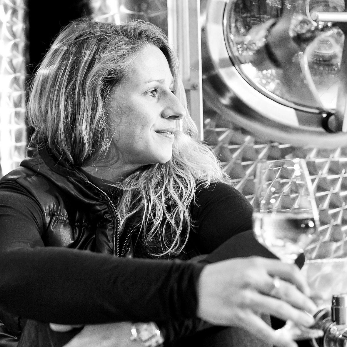 Jungwinzerin Christiane Koebernik vom Weingut Emmerich-Koebernik in Waldboeckelheim an der Nahe