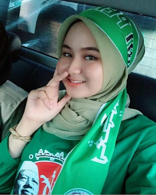 Cute Hijaber From jogyakarta