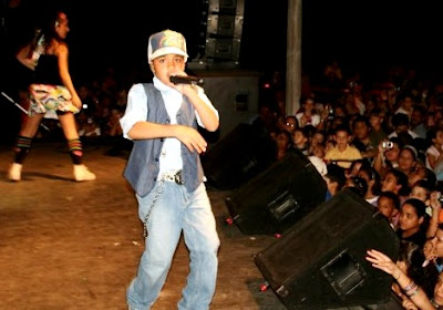"""Foto de Miguelito """"El Heredero"""" en el escenario"""