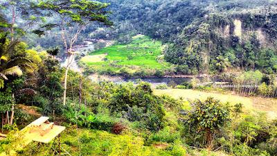 Pemandangan alam Grand Sayang Kaak yang menyerupai Ngarai Sianok.