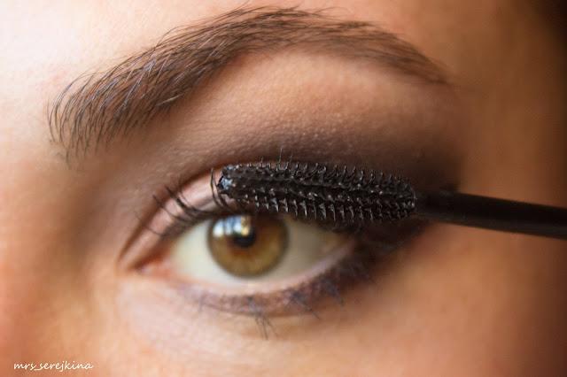Universal evening make-up: step 11