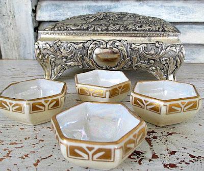 https://www.etsy.com/listing/257309260/set-of-four-antique-vienna-austria-gold?ref=shop_home_active_9