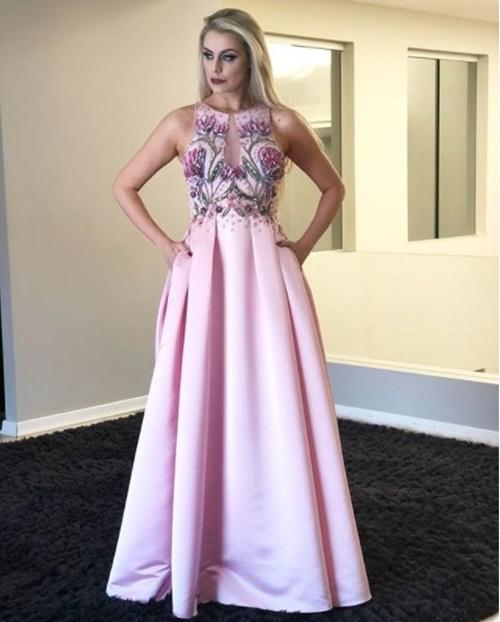 vestido de festa rosa com saia ampla bordado