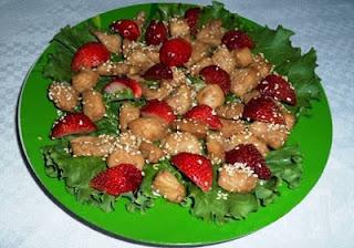 salat-s-klubnikoj